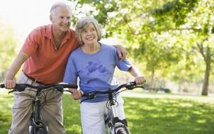 Adultos mayores que se ejercitan ganan cinco años más de vida